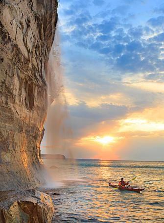 Getaway In Michigan S Upper Peninsula Michigan Travel Michigan Vacations Pictured Rocks National Lakeshore