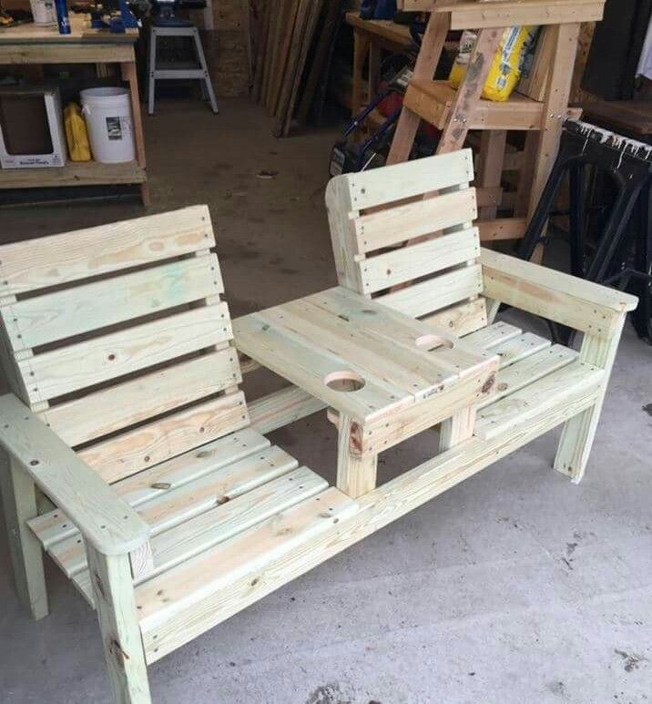 This is a nice double chair!  Love the drink holder! #palletbenches