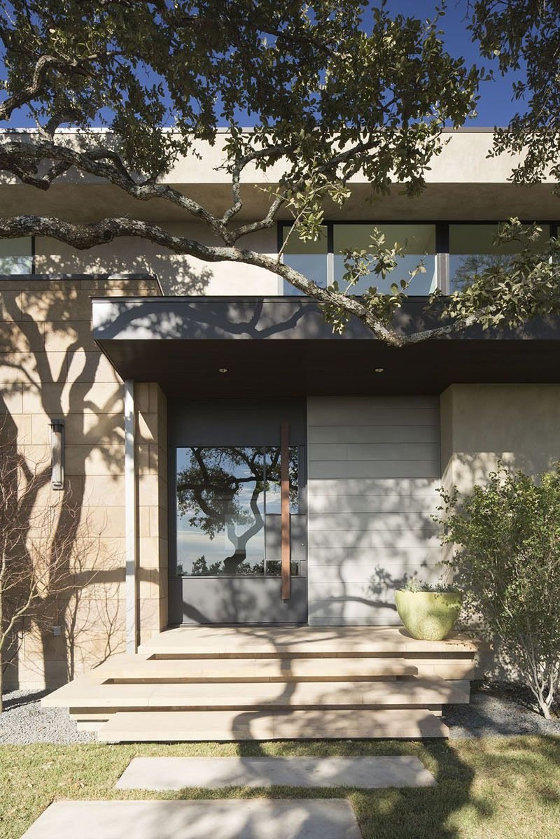 This Modern House Is Located On A Hill Overlooking Austin, Texas ...