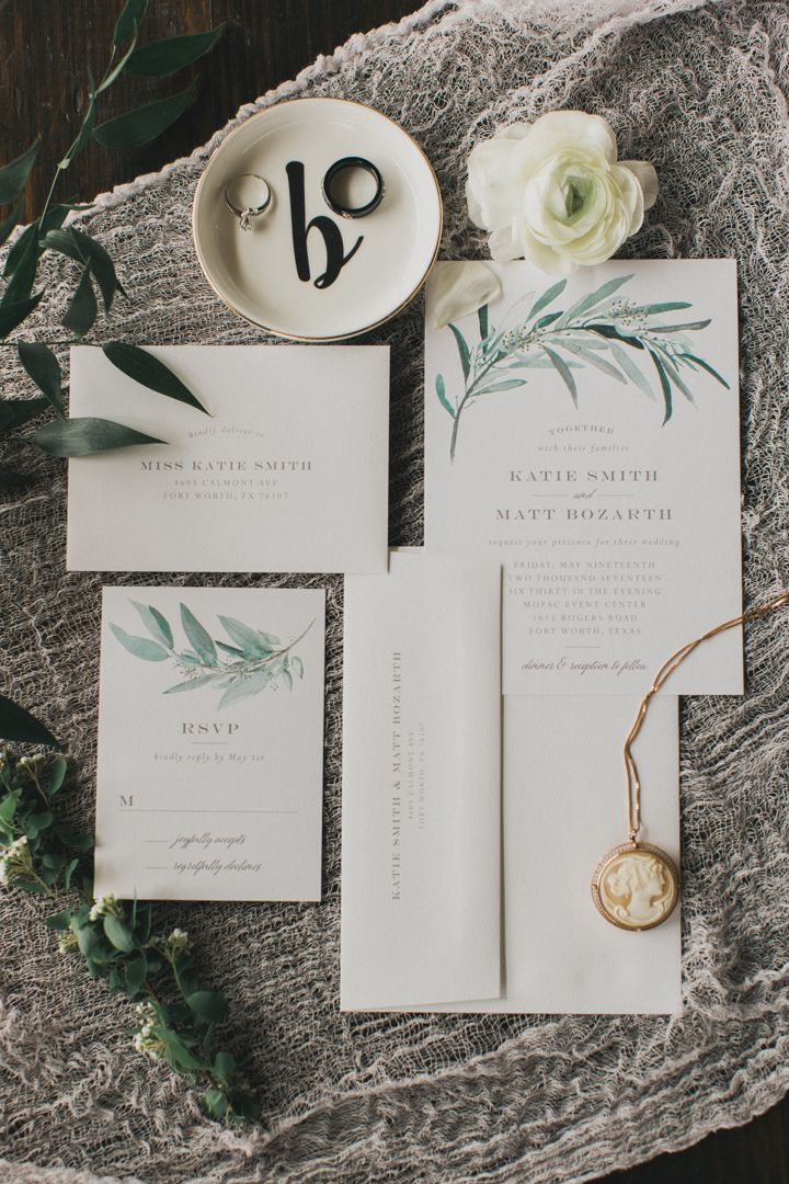Real Wedding | Lush Greenery by Emily Crawford | elli.com