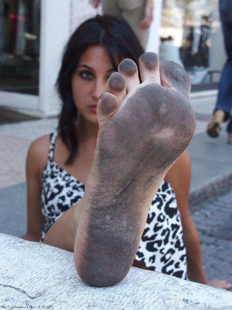 sexy-dirty-barefoot-girl-girl-nikki-naked