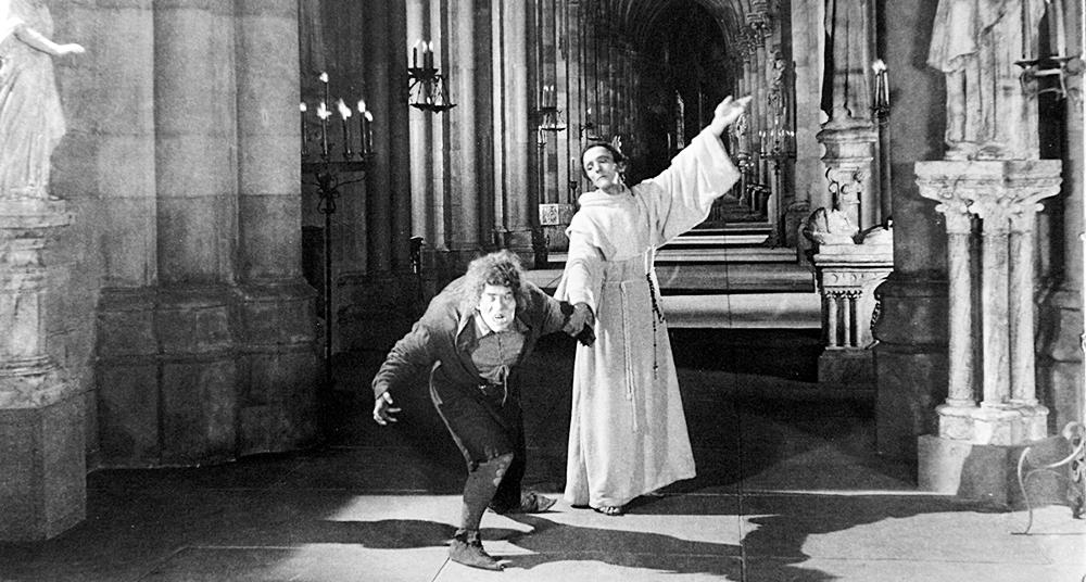 Conoce La Historia Del Verdadero Jorobado De Notre Dame National Geographic En Español Notre Dame Lon Chaney Cathedral