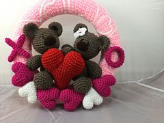 Ravelry: Valentine Bears Wreath pattern by Lisa Kingsley