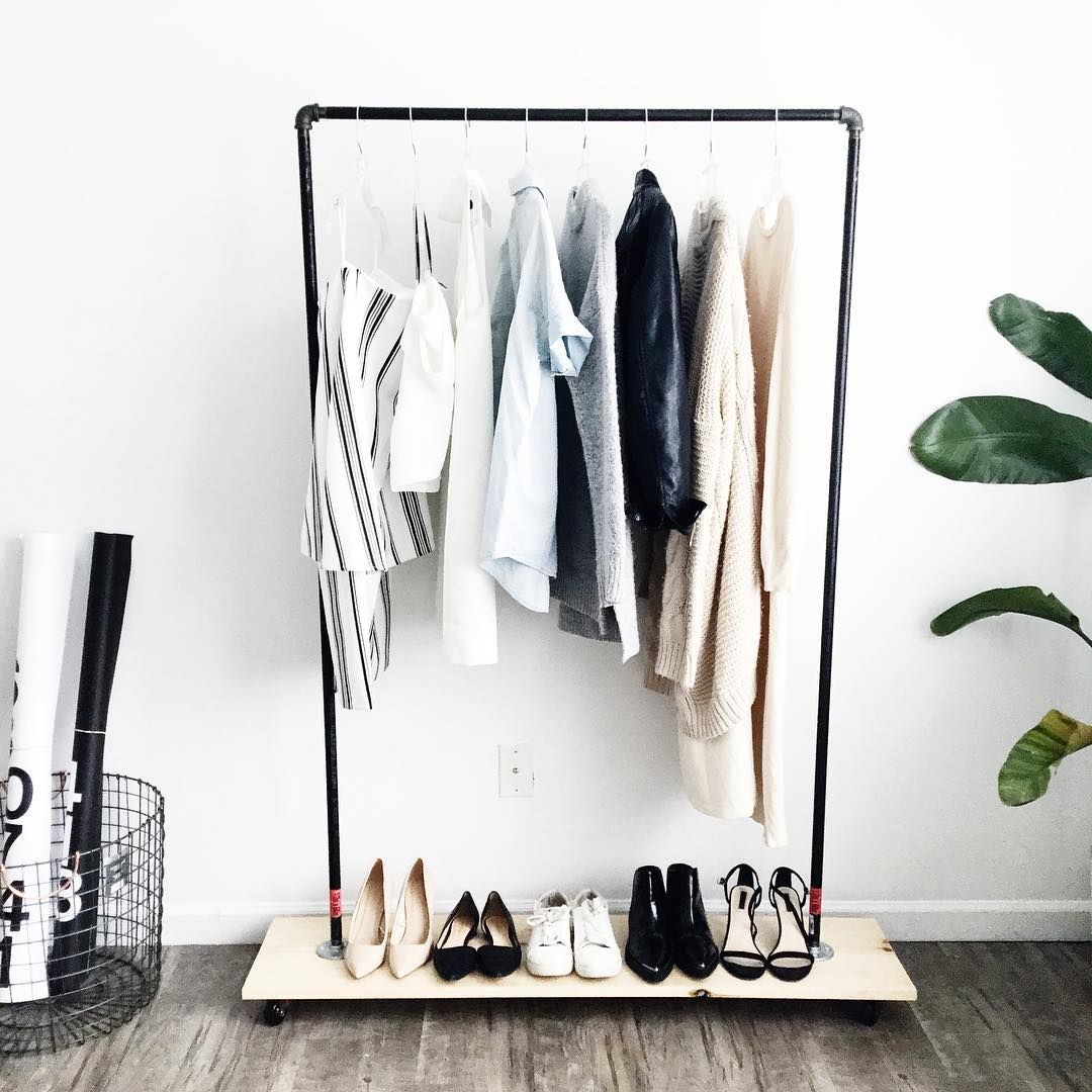 Spring is the perfect time to clean out my closet and decide which wardrobe essentials I'm keeping and which I'm donating! This year, I'm lucky to be a part of @HM's #WorldRecycleWeek Initiative. #HM