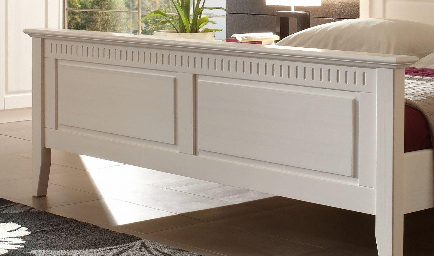 Massives Doppelbett Kiefer Weiss Im Landhausstil Designermobel Von Bett Landhausstil 180x200 In 2020 Bett Holz Massiv Bett Bett Landhausstil