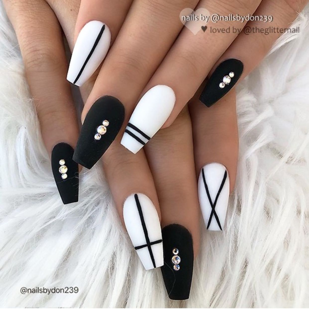 Pin By Daniela Hiches On Black Nails Simple Acrylic Nails Chic Nails Matted Nails