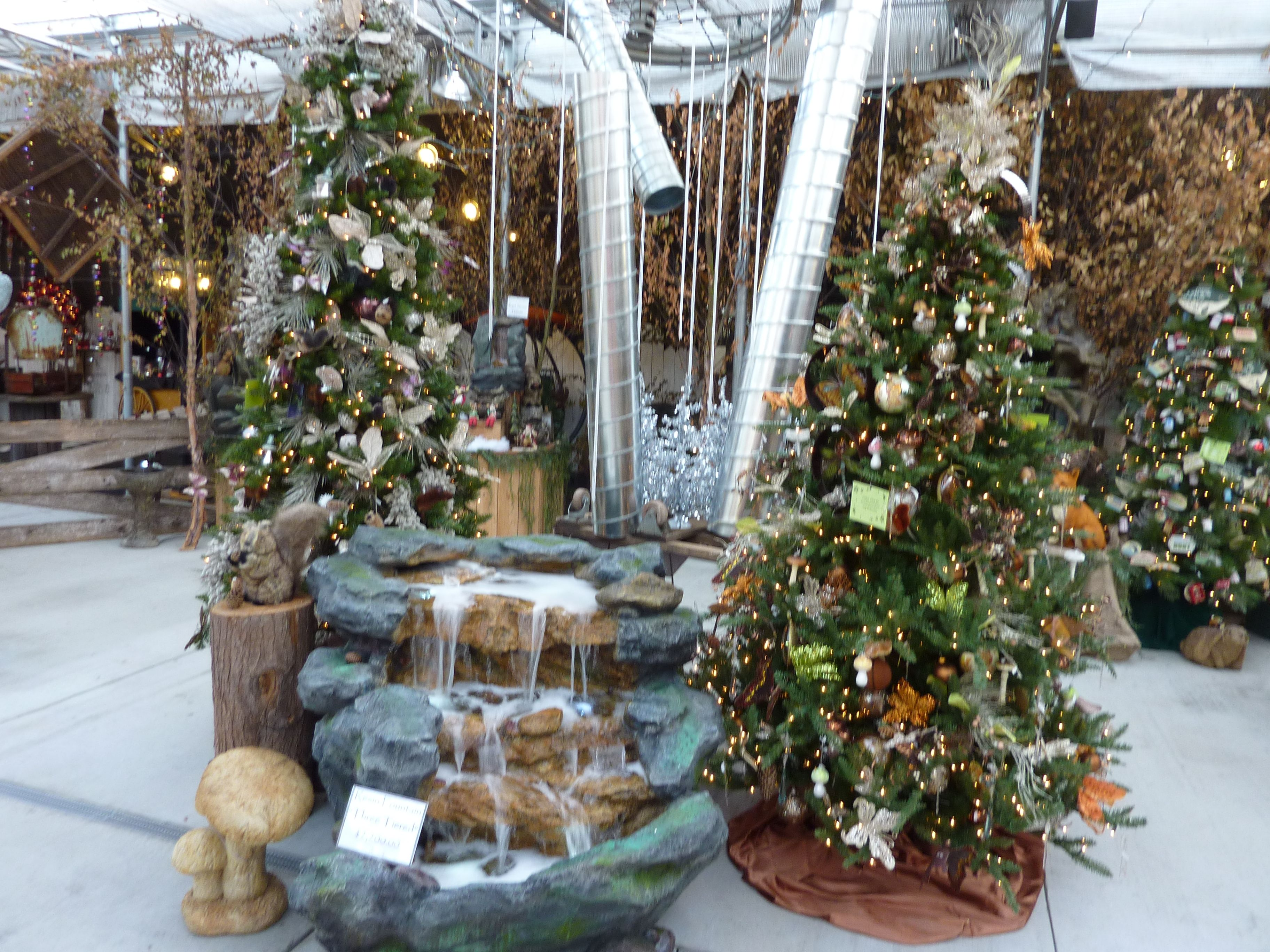 Outdoor garden themes with beautiful lighted resin rock fountains