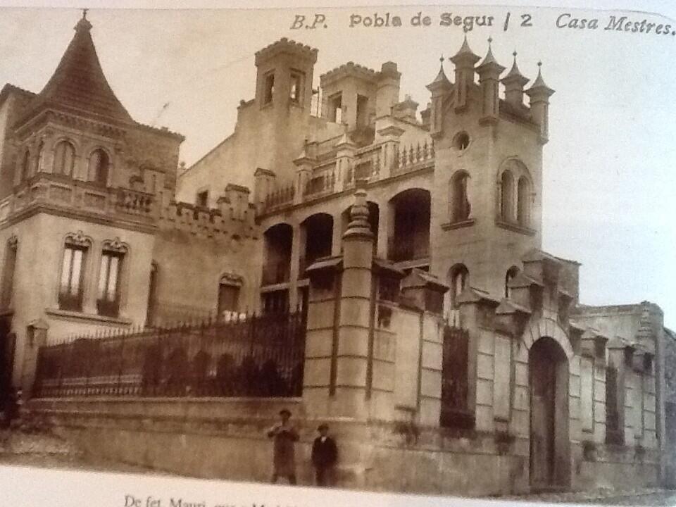 Casa Mestres, Pobla de Segur https://twitter.com/puidesegur/status/344393286078844928/photo/1