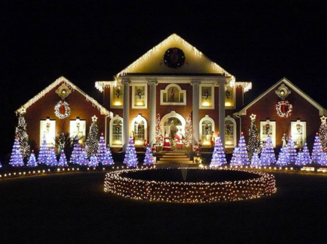 Festival Of Lights In Usa For Christmas Ville De Stanstead Christmas Festival Of Lights Christmas Lights Outside Christmas House Lights Outdoor Christmas