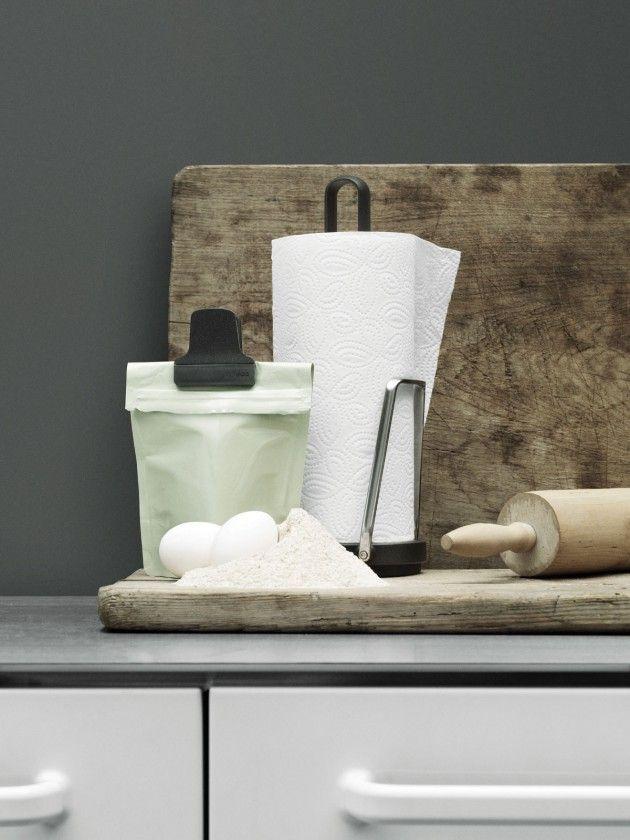 Vipp Küchenrollenhalter | Küchenrollenhalter und Geschirr