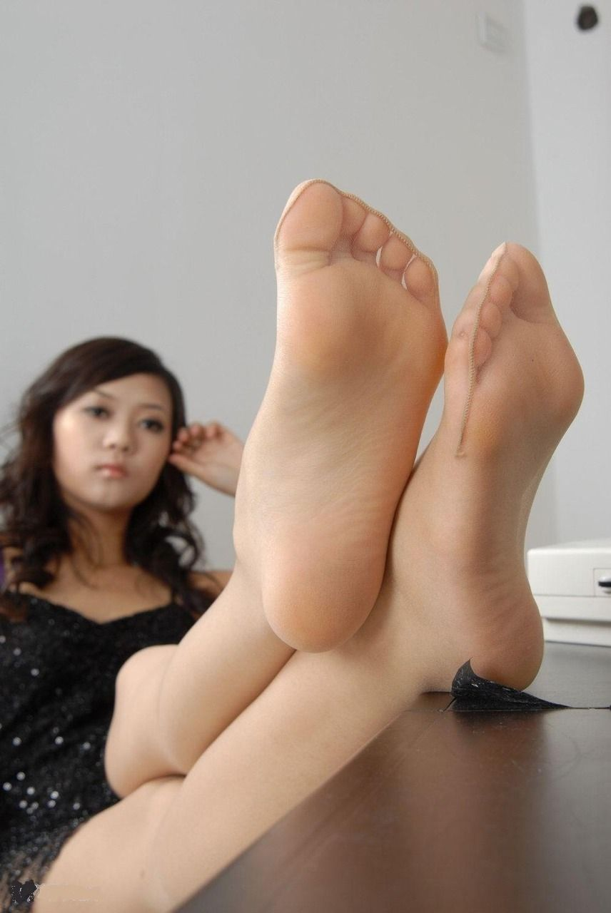 foot Asian women