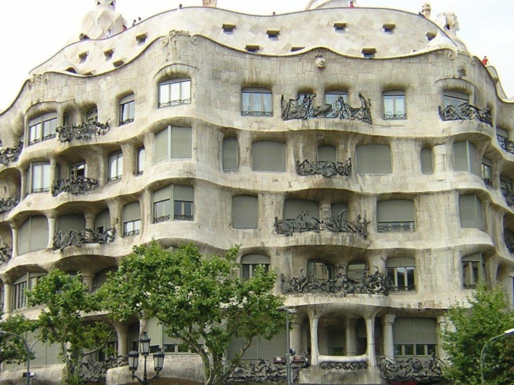 """Casa Milà, """"la Pedrera"""" - Antoni Gaudì 1905-1910"""