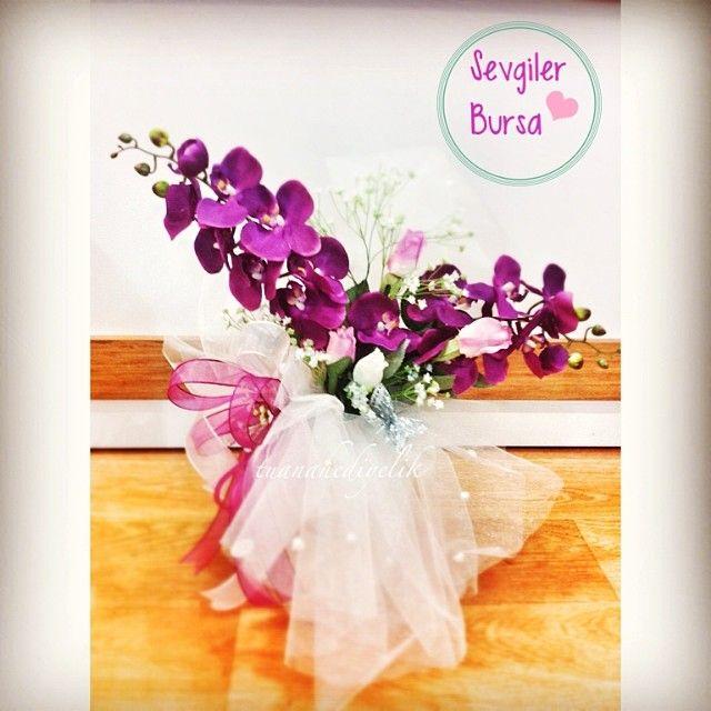 nişan çikolata süslemesi  mor orkide ve gonca güllerle