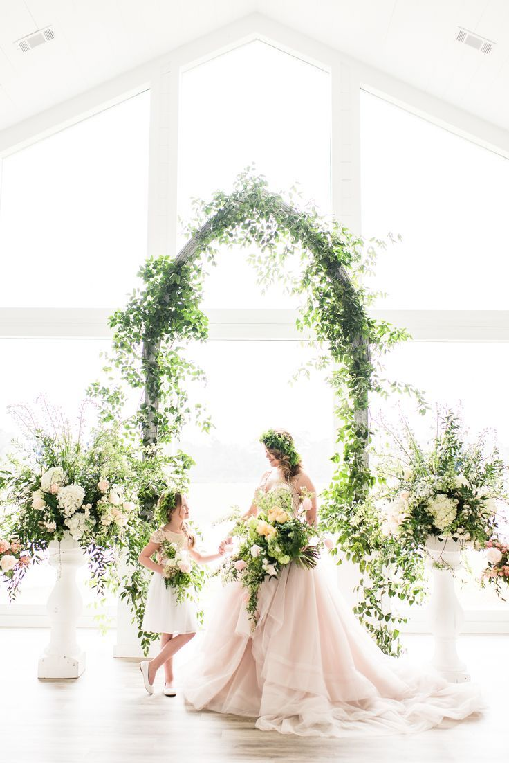 We\'ve Been Midsummer Night Dreaming of Blush & White Wedding Ideas ...