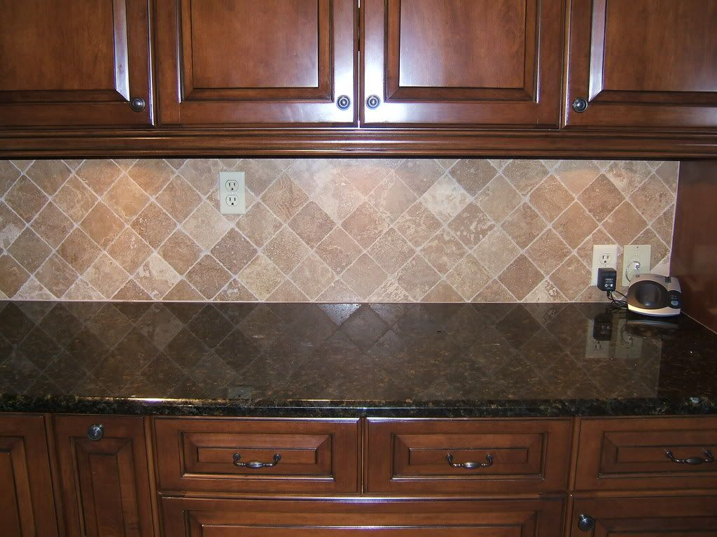 Backsplash Ideas For Ubatuba Countertop Countertops And Cabinets With A Medium Light