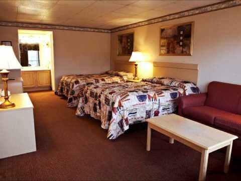 Vacation Lodge Pigeon Forge Tn Watch Our Video And See Our Beautiful Lodge In Pigeonforge Interior Lodge Decor Vacation Lodge Hotel Hotels Room