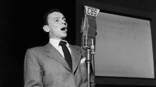 Frank Sinatra vuonna 1947 Songs by Sinatra -radiolähetyksessä.