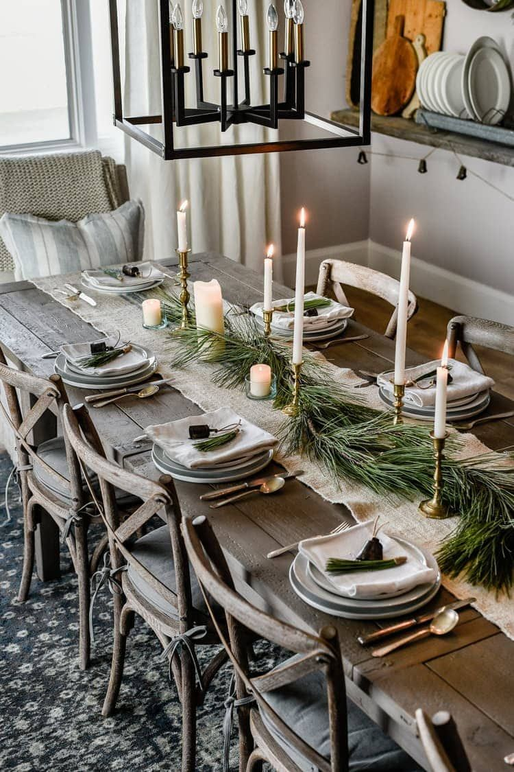 Simple Christmas Table Setting Ideas You Ll Want To Copy This Year Christmas Dining Table Christmas Table Centerpieces Christmas Dining Room