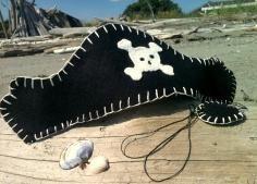 DIY Tutorial: DIY Halloween Costume / DIY Pirate Costume: Pirate Telescope - Bead&Cord #diypiratecostumeforkids DIY Tutorial: DIY Halloween Costume / DIY Pirate Costume: Pirate Telescope - Bead&Cord #diypiratecostumeforkids