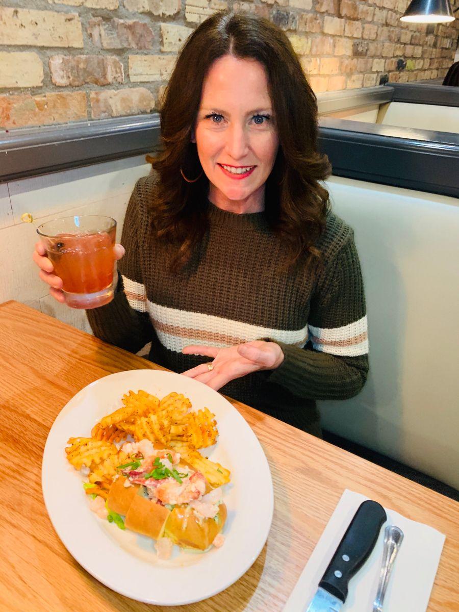 #fishcitygrill #lobsterroll #freshseafood #hosted #cocktails #freshfish