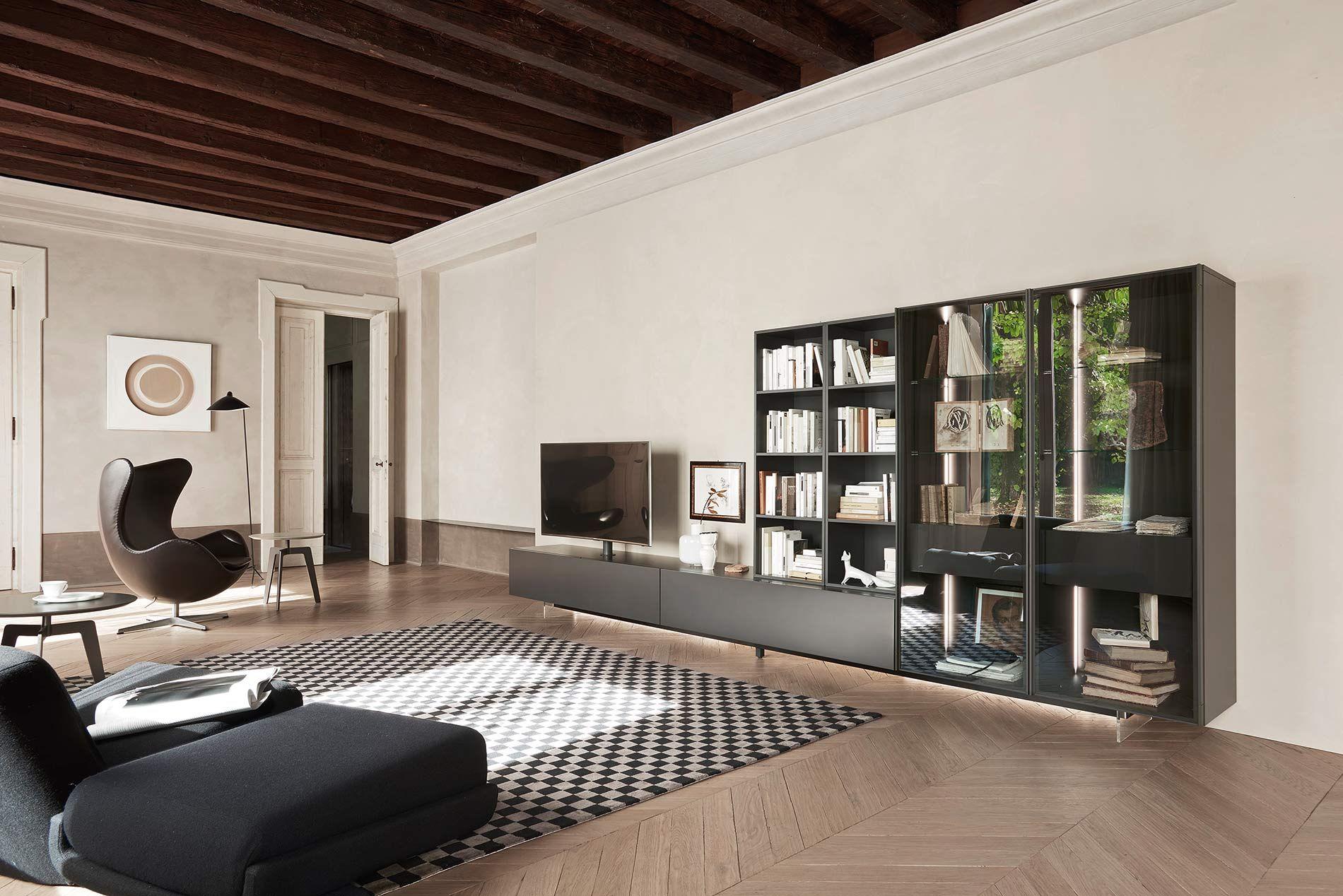 Moderne Wohnwand Mit Glasvitrine Von Livitalia. #Wohnwand #wallsystem  #wallunit #livingroom #