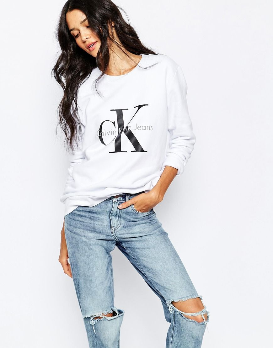 Sweatshirt by Calvin Klein Sweat cotton Crew neckline Dropped shoulders  Classic logo print Relaxed fit Machine
