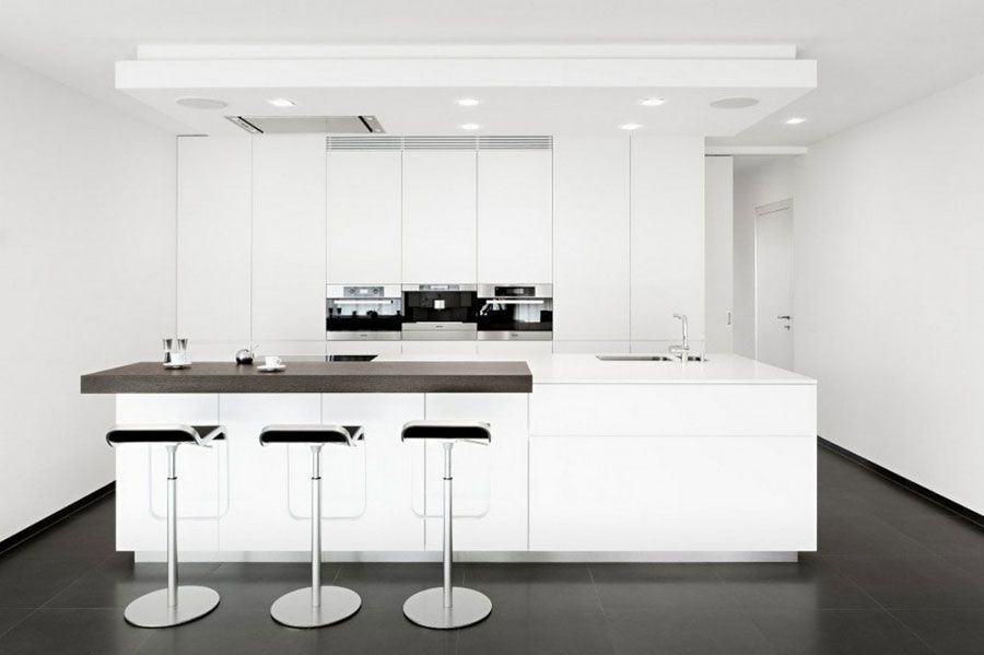 Foto di cucine con isola con lato bar per la colazione