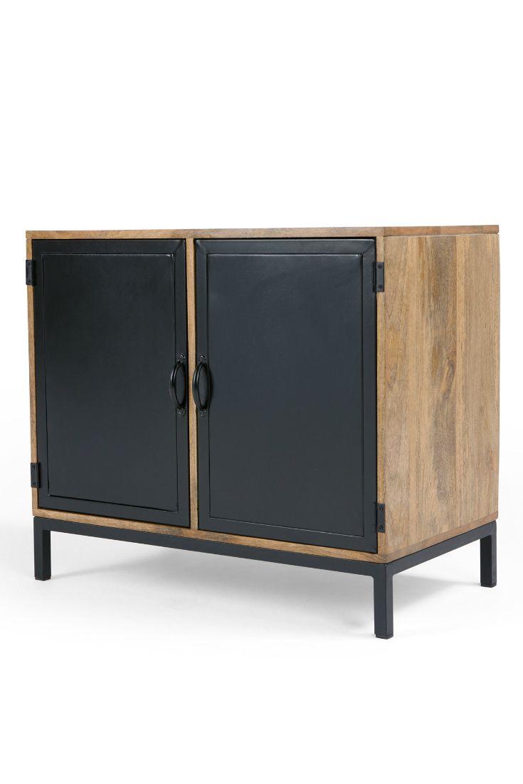 Metalltür lomond kompaktes sideboard in mangoholz und schwarz hinter den