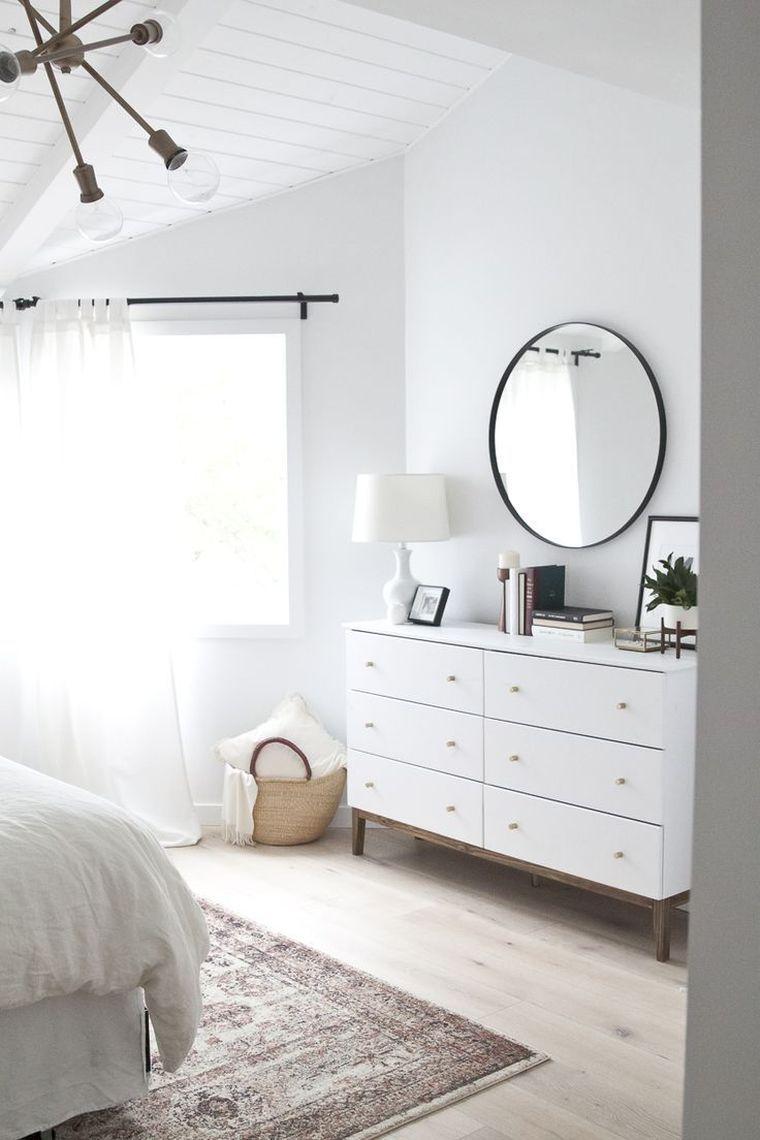 déco minimaliste et chambre en blanc et bois avec commode