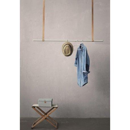 portant vetements design fermliving chez pure deco porte habits original suspendu en cuir. Black Bedroom Furniture Sets. Home Design Ideas