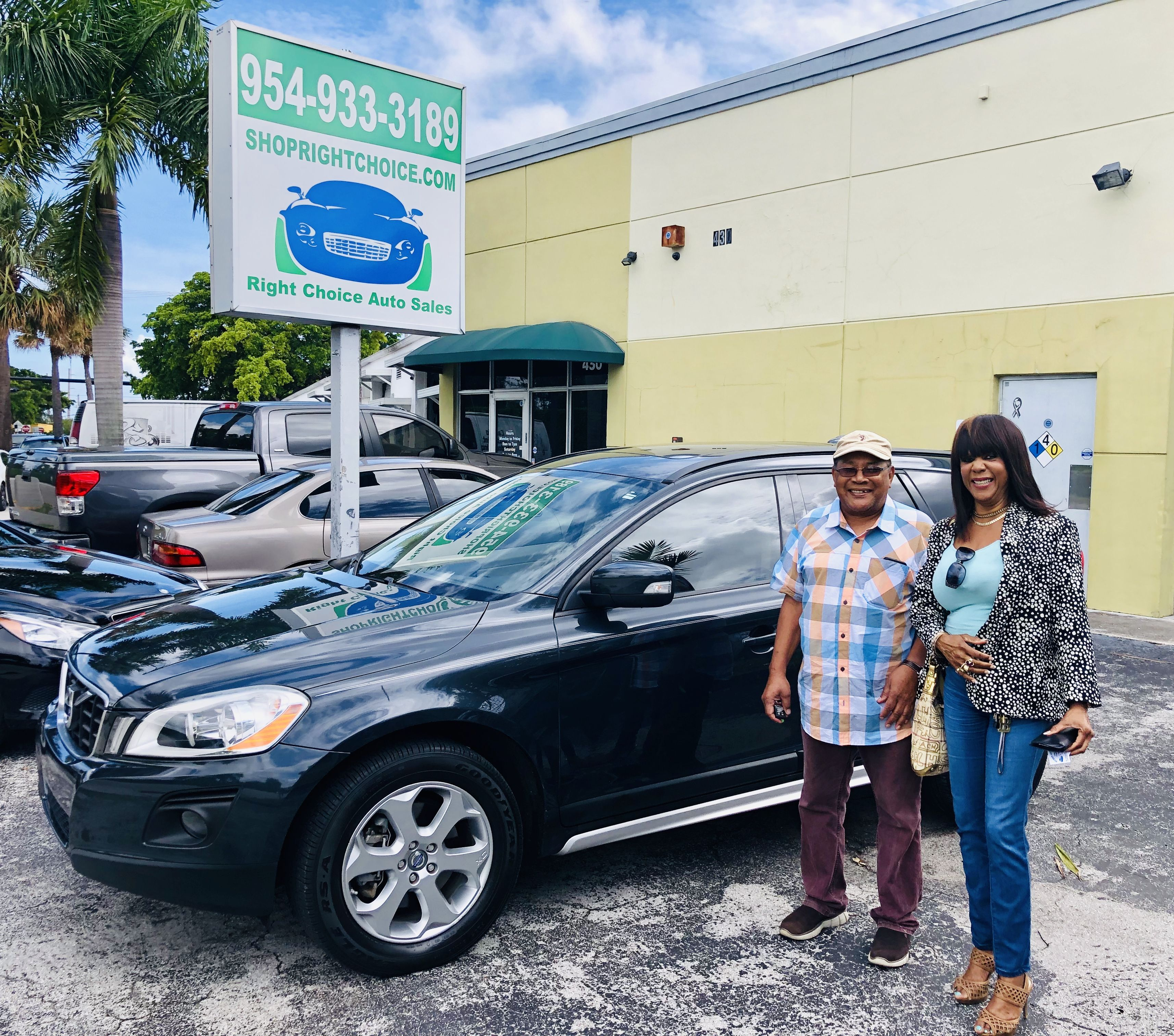 Happy Customers Lloyd Althea At Right Choice Auto Sales In Pompano Beach Florida With Their Like New 2010 Volvo Cars For Sale Used Luxury Cars Pompano Beach