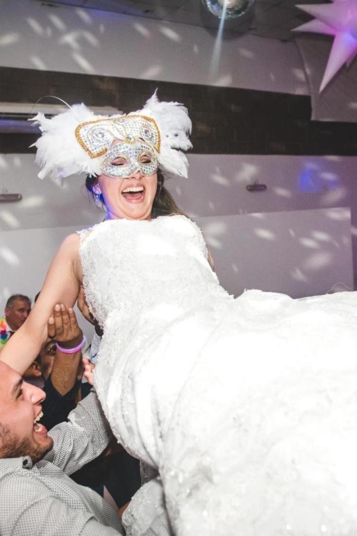 A todos les va a encantar unas máscaras estilo carioca. #dj #music #musica #group #grupo #banda #fiesta #sonido #celebracion #casamiento #wedding #playlist #playing #nowplaying #música #canciones #grupoenvivo #musicaenvivo