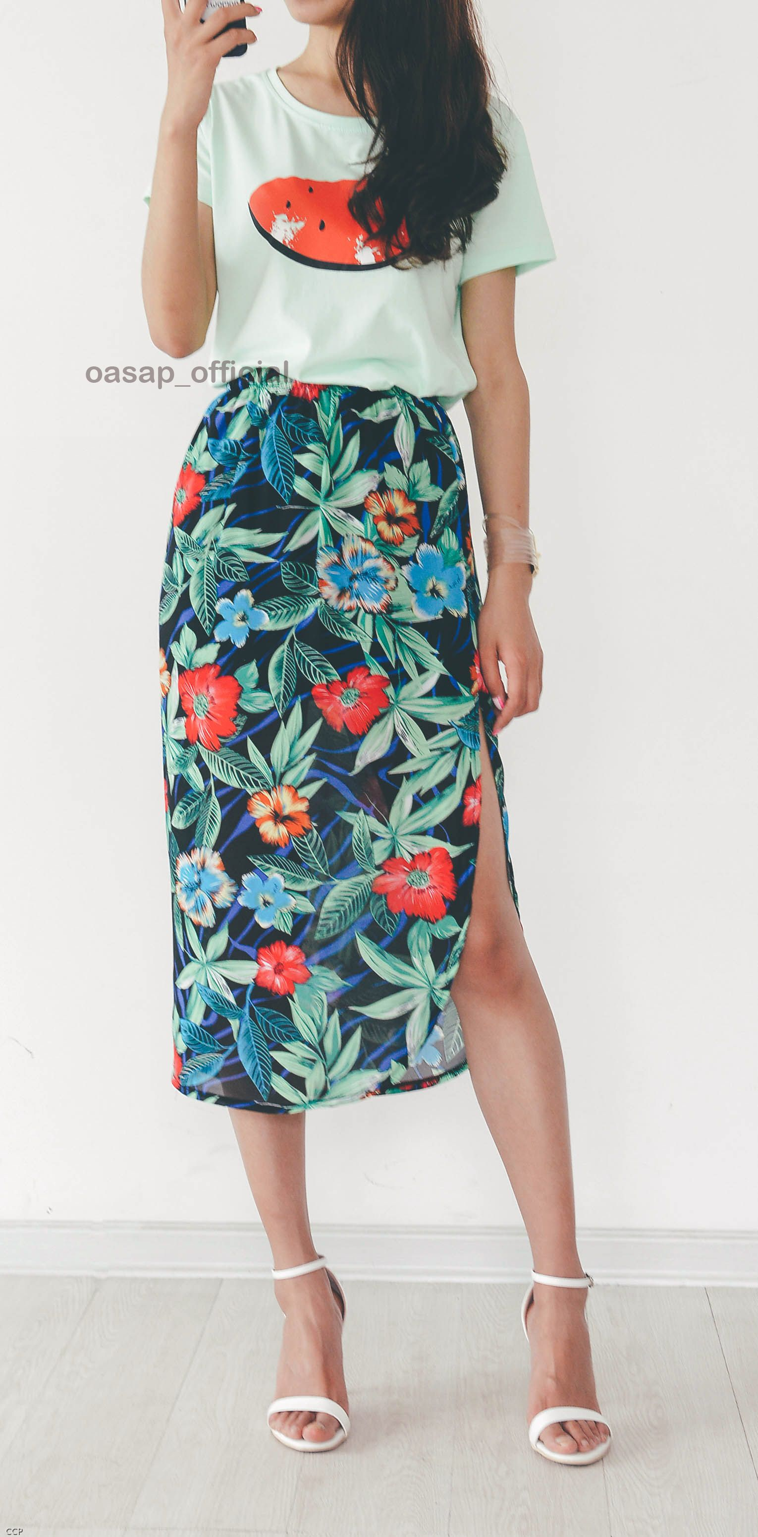 a5b71c5737e3 Rock out with your flowy floral print midi skirt in this HOT summer!Just  show yourself! Enyoy yourself at OASAP!