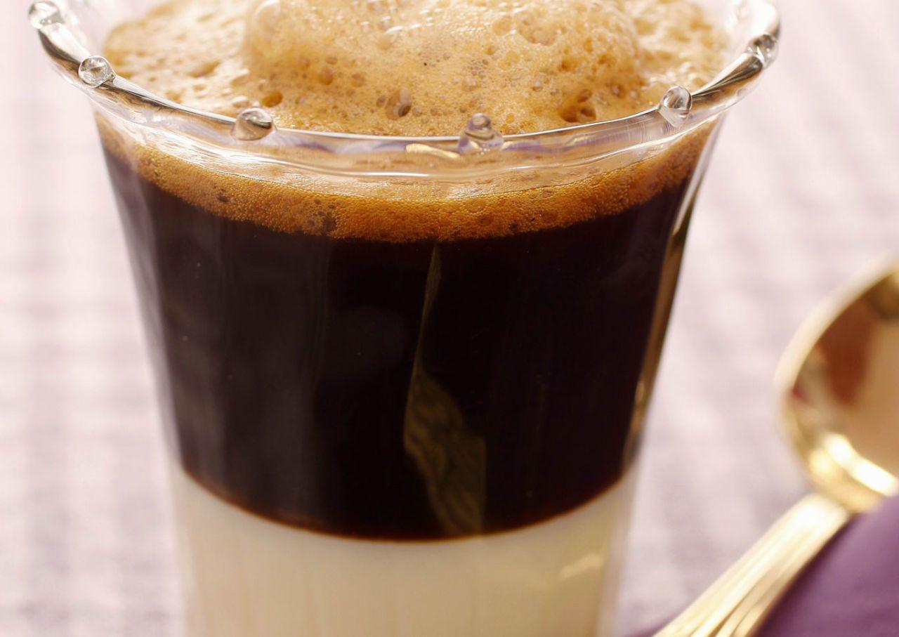 Café bombón cremoso Receta Cafe con hielo, Postres con