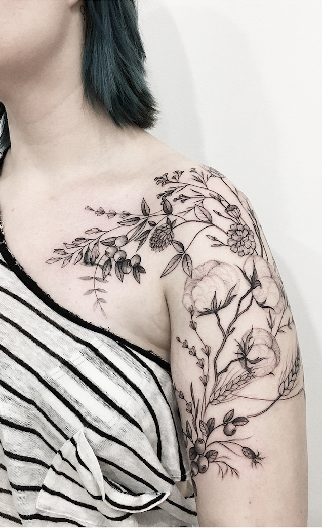 21 Sexy Designs To Make The Most Of A Shoulder Tattoo.  Sexy, floral, delicate, and cute linework shoulder tattoo ideas for women.