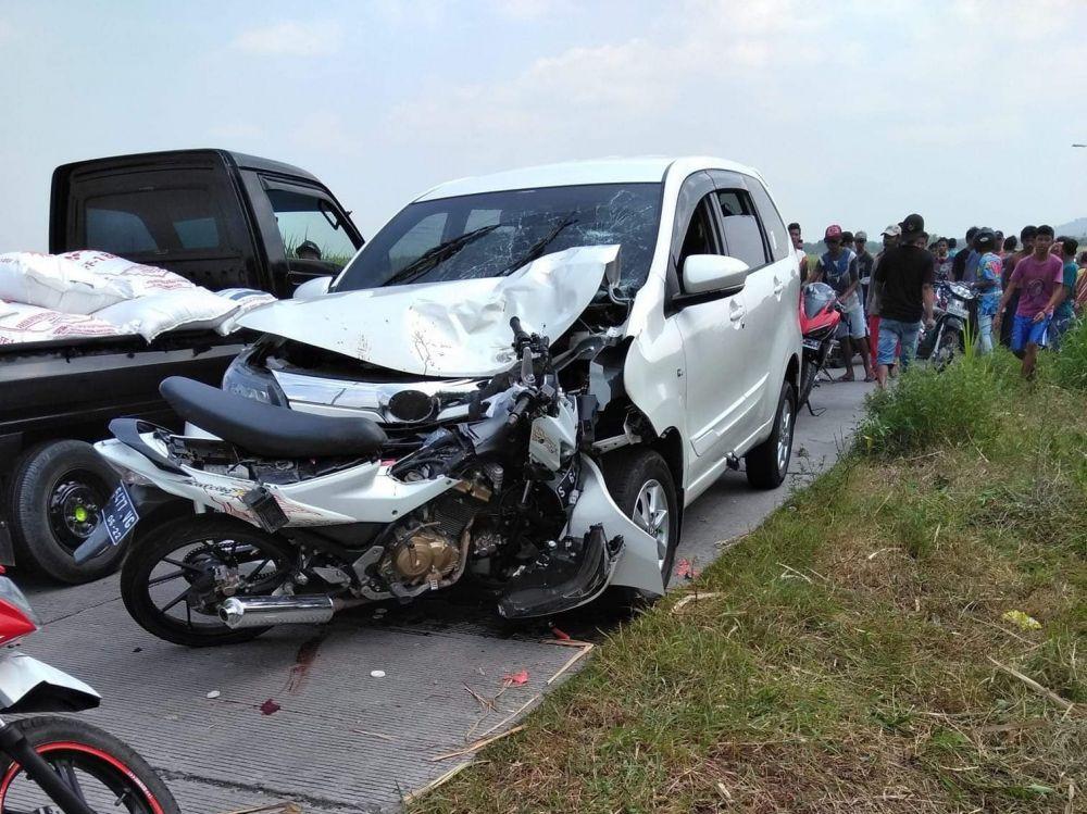 Toyota Avanza Tabrak Motor Di Jombang Satu Balita Tewas Toyota Motor Balita