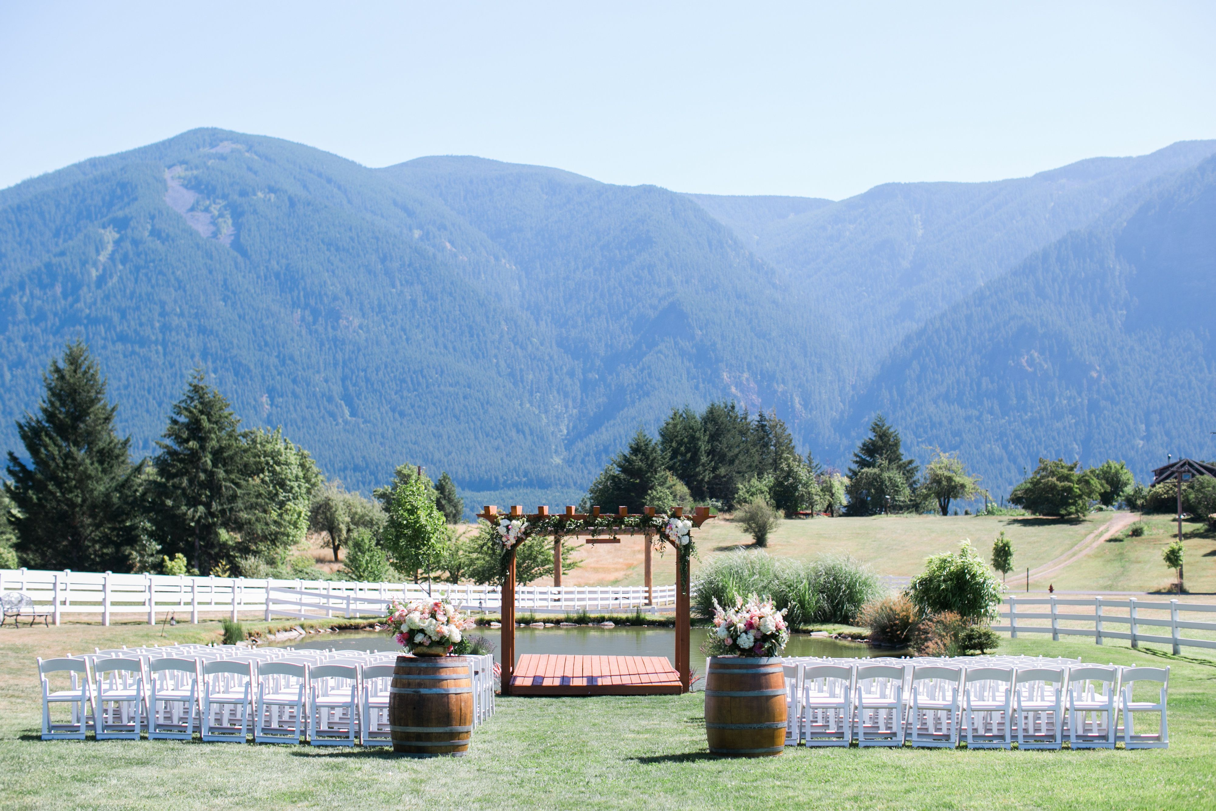 Columbia Gorge Wedding Event Site Gorge Ous Weddings At Wind