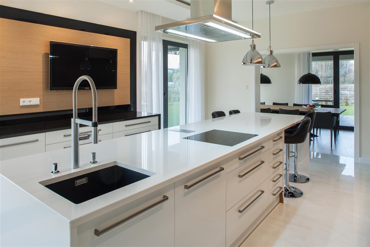 Funkcjonalna Wyspa Kuchenna Aranzacja Kuchni Z Wyspa Zobacz Wiecej Na Www Amarantowestudio Pl Home Decor Home Decor