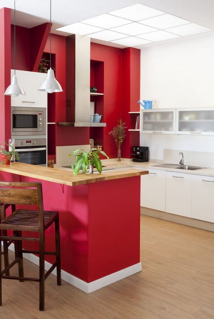 pared de cocina de color rojo intenso  Decoración de cocina