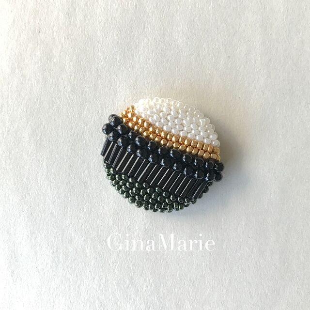 Photo of ビーズ刺繍ブローチ 惑星 モノトーン