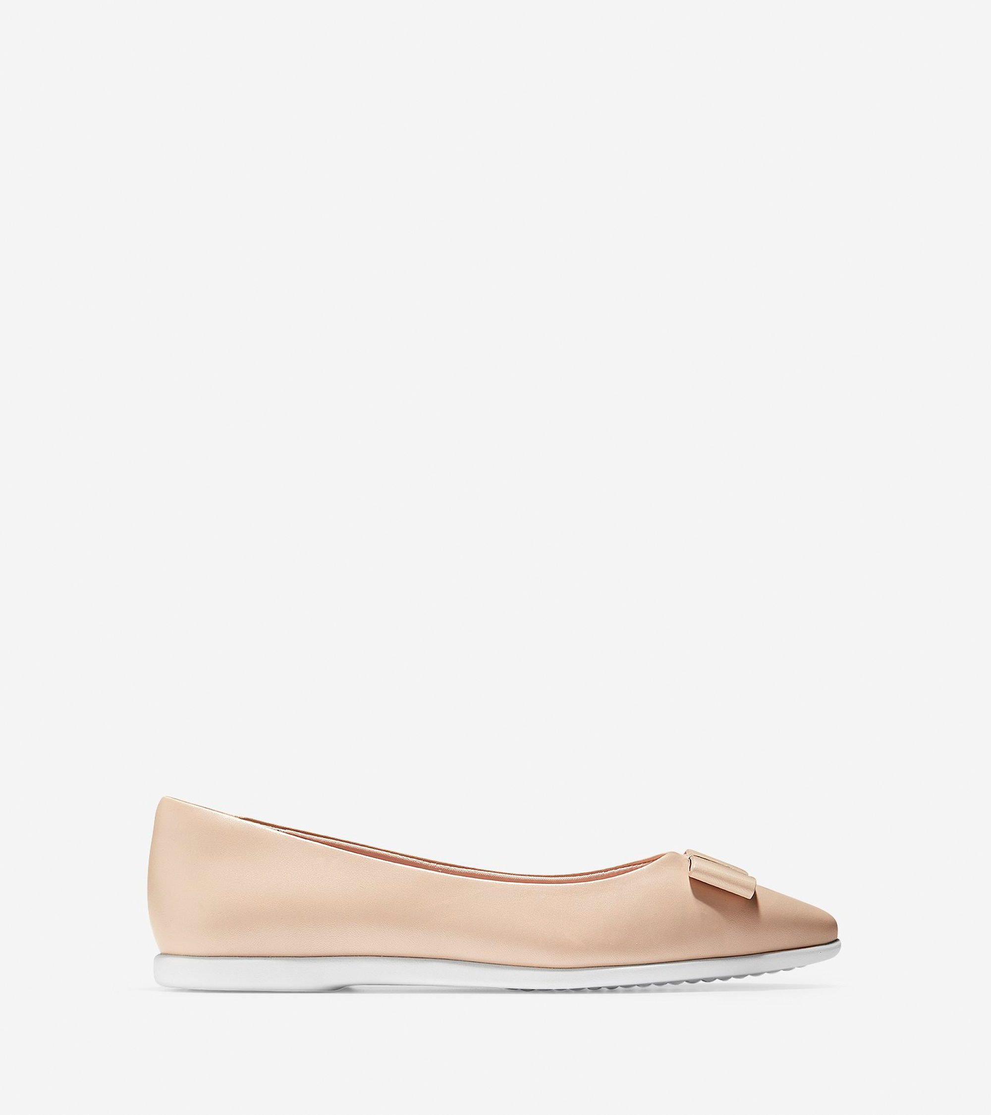 13062f51f Cole Haan Women's 3.ZERØGRAND Bow Skimmer Flat (Shifting Sand-Optic White,  10.5 B)