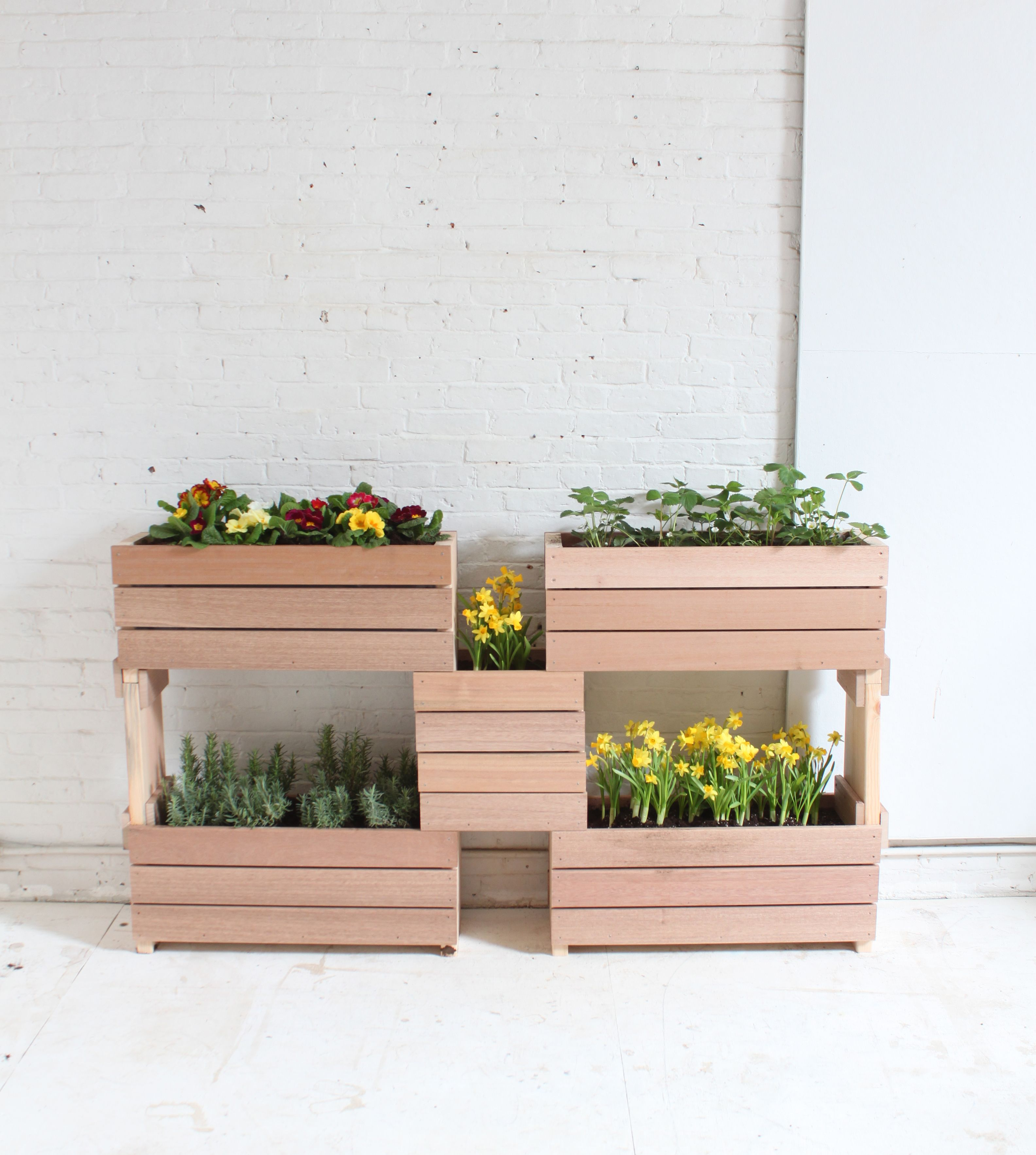 Learn To Make These Stackable Planters At Free Diy 400 x 300