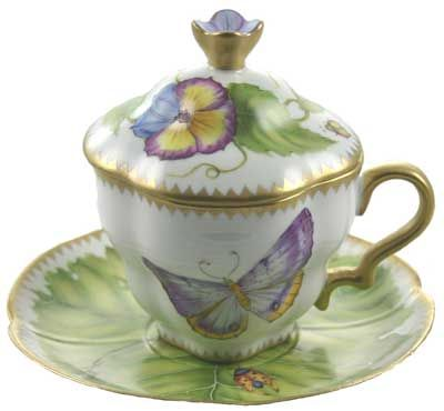 I like the lid. Would be especially nice in the winter to keep the tea hot!