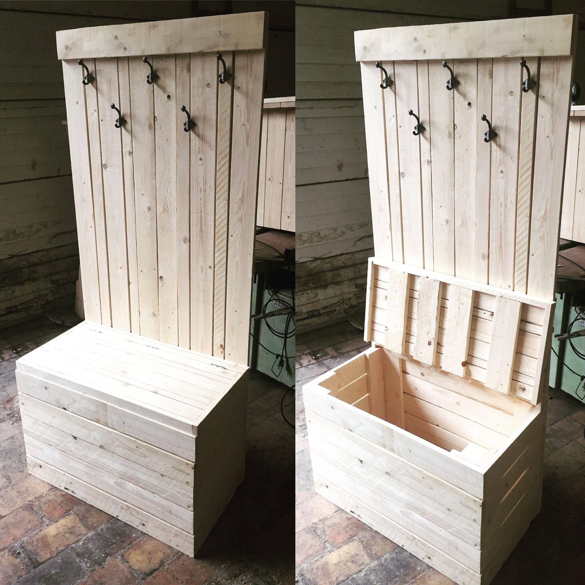 coffre porte manteaux sur mesure en bois style palette design modern et pratique meuble. Black Bedroom Furniture Sets. Home Design Ideas
