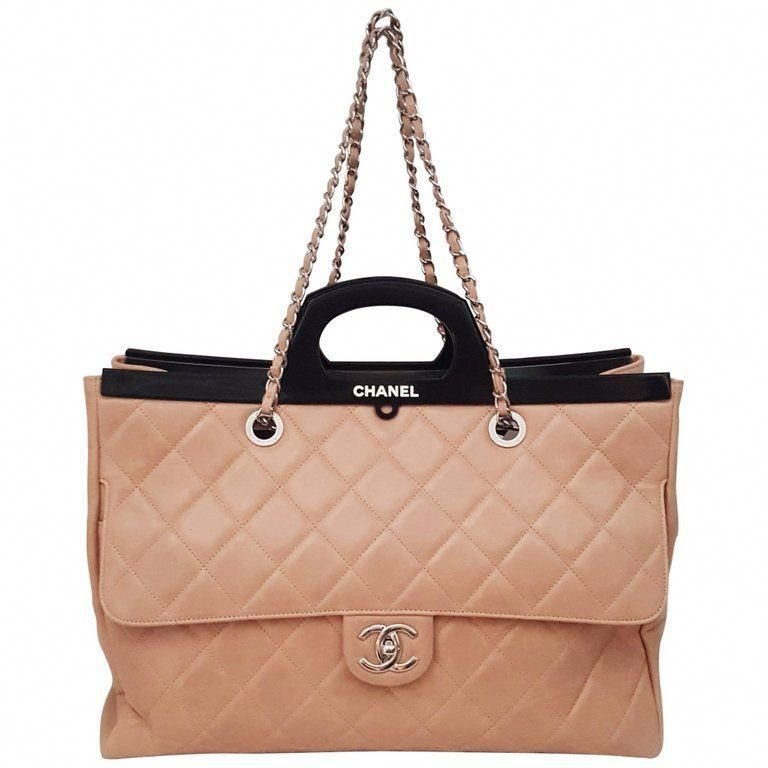 4e2969262087 For Sale on 1stdibs - Large Charming Chanel Delivery bag in beige pink  quilted aged leather