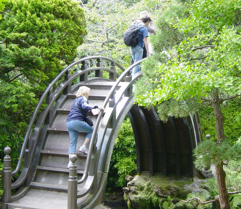 Cool footbridge in a Japanese garden | Zen Garden | Pinterest ...