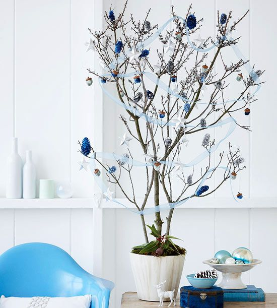 weihnachtsbaum basteln zweige zapfen silber blau. Black Bedroom Furniture Sets. Home Design Ideas