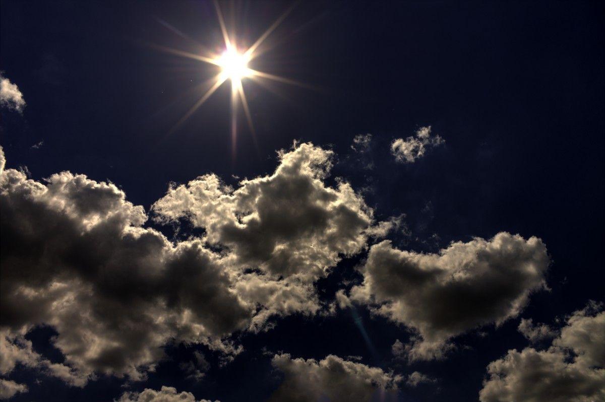 الصورة عالية الدقة المجانية للشمس السحب السماء النهار الركام الأزرق ضوء الشمس الضوء الغلاف الجوي Photo Clouds Outdoor