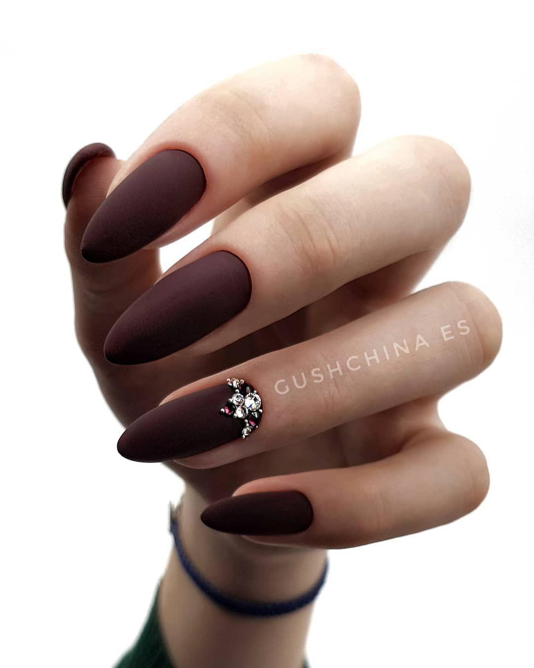 """Маникюр•Наращивание•Тавричанка on Instagram: """"Они шикарны не так ли ? . Какая форма ногтей вам больше нравится ? . Любите ли вы стразы Swarovski ?"""""""