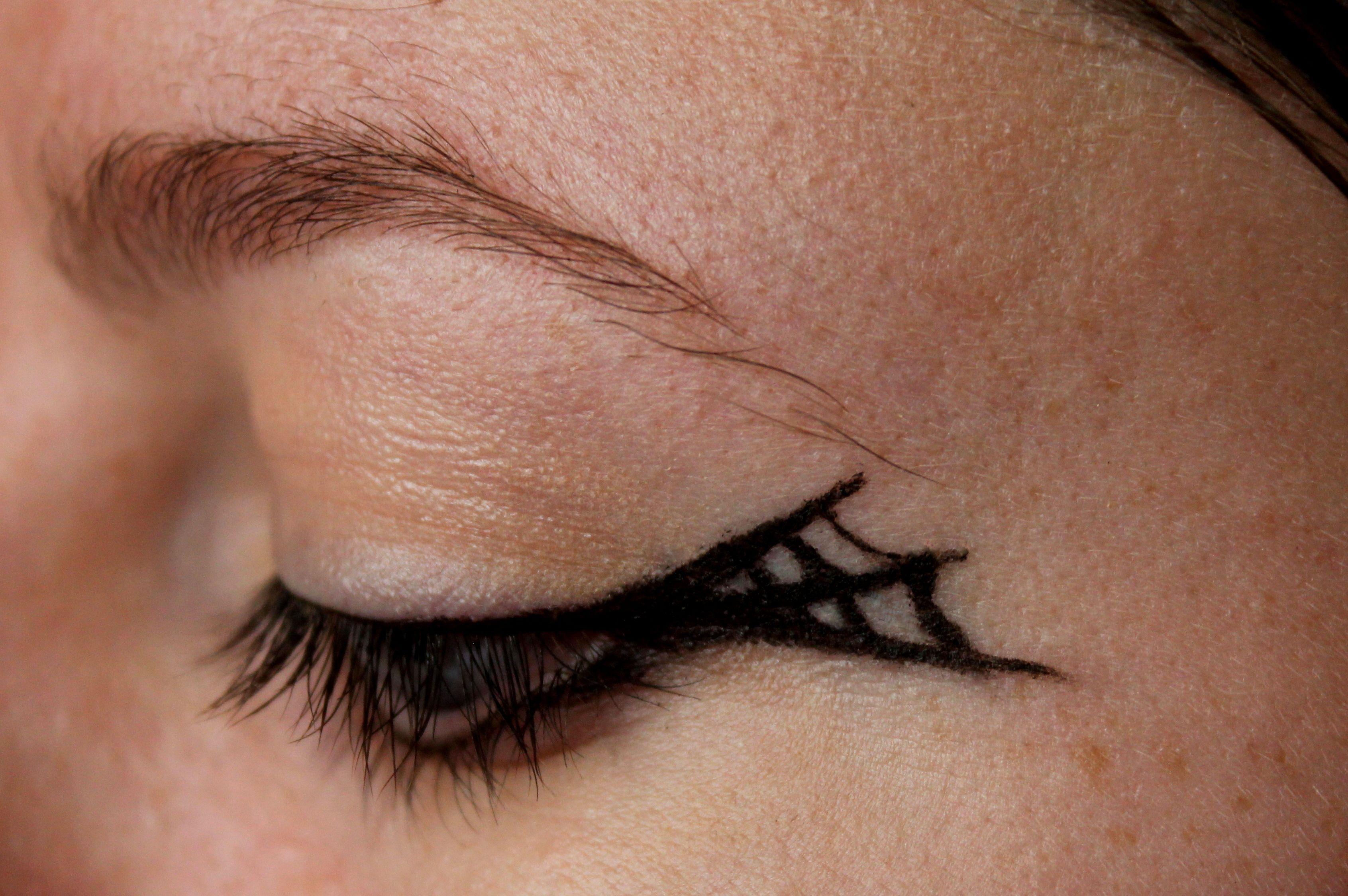 Eyeliner Designs For Halloween | Gratefulhead.co | Make-up ...